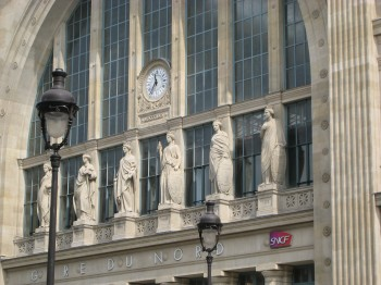 Gare du Nord statues